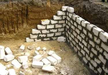 Types of House Foundations With a Crawl Space