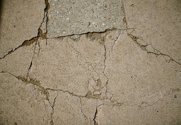 How to Resurface Concrete Spalling