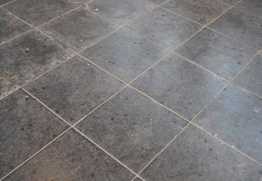 How to Lay Hardboard for Tile