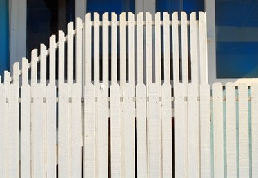 How to Replace a Slat on a Vinyl Fence