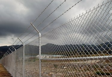 Ways to Extend a Chainlink Fence