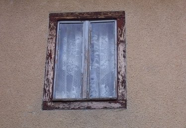 How to Repair Exterior Window Molding