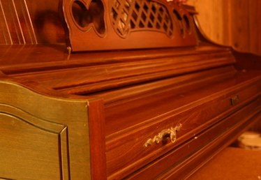 What Is a Piano Hinge?