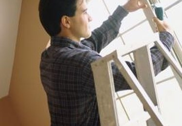 How to Fix a House Window That Will Not Open