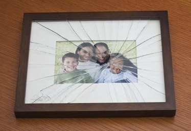 How to Clean the Glass in a Picture Frame