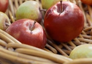 The Good Kinds of Apples for Applesauce