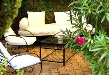 How to Install an Outdoor Patio Using Pavers