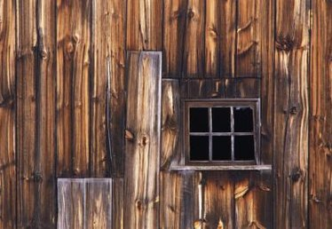 How to Frame Windows for Barns