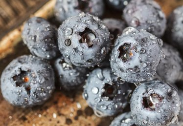 How to Make Blueberry Wine