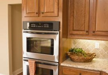 Decorating Ideas for a Kitchen With Honey Spice Cabinets