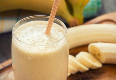 How to Make Peanut Butter-Banana Smoothies