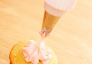 How to Decorate Cupcakes Using Bakery Decorating Techniques