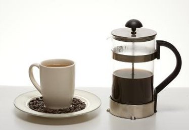 What Is the Difference Between a Coffee Maker & a French Press?