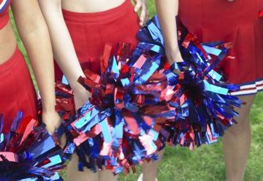 How to Make Cheerleading Pompoms