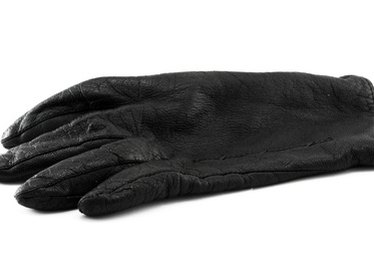 How to Remove Tree Sap From Leather Gloves