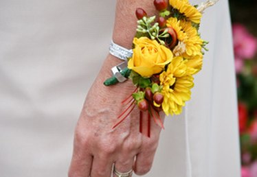 What Types of Corsages Are for Homecoming Dances?