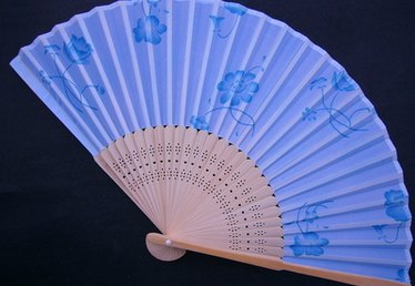 How to Display an Oriental Fan