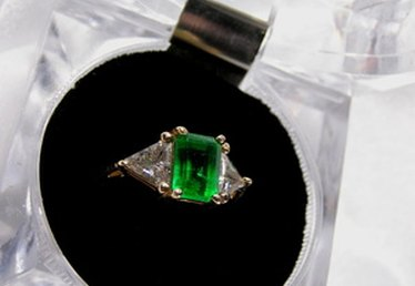 How to Appraise a Gold Emerald Ring