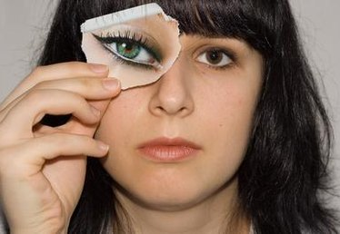 How to Make Up Eye Stencils