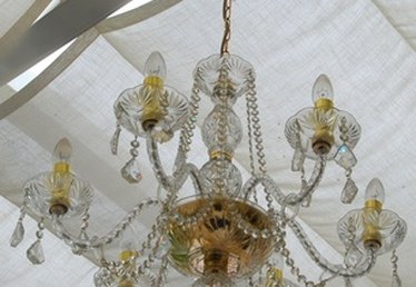 How to Spray Clean a Chandelier