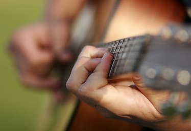 How to Learn to Play the Guitar for Beginners