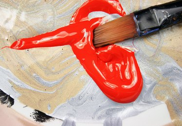 What Is the Difference Between Acrylic & Tempera Paint?