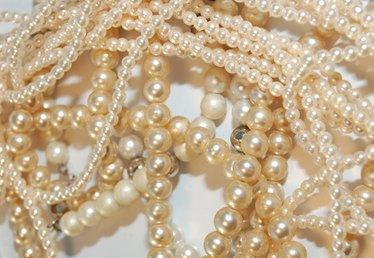 How to Determine If Pearls Are Genuine
