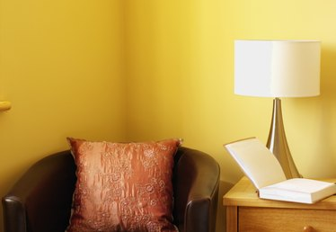What Colors Would Go Well With a Pale Yellow Wall?