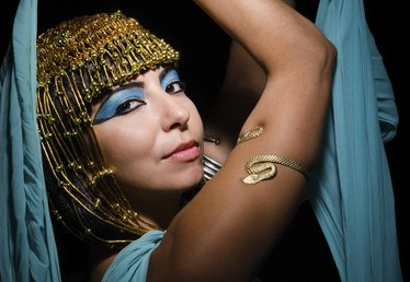 How to Do Cleopatra Makeup For Halloween