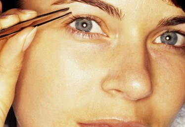 How to Fill In or Draw Perfect Eyebrows