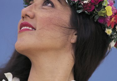 How to Make Hawaiian Headpieces