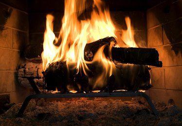 How to Burn Sweetgum Wood in Fireplaces