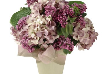 What Other Flowers Can I Use in Place of Hydrangeas in a Centerpiece?