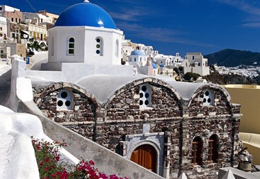 The Best Time to Book a Flight to Greece