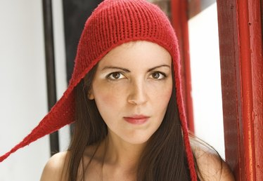 How to Make a Hat With Ear Flaps on a Knitting Loom