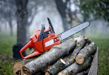 How to Store a Chain Saw Long Term