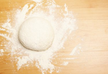 How to Cut Shortening Into Flour