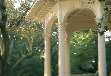 How to Drape a Gazebo for a Wedding