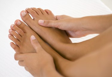 What to Do When Feet Swell During Menstruation
