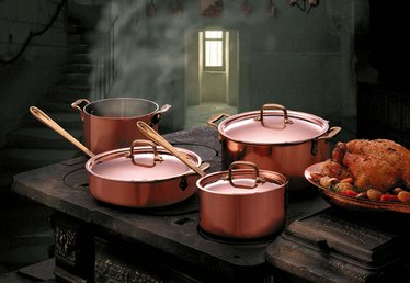 Can I Cook Tomato Sauce in Copper Pots?