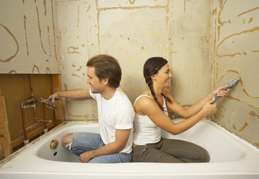 How to Finish the Drywall Around a Bathtub Flange