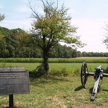 Travelers stay close to attractions in Gettysburg at local hotels and inns.