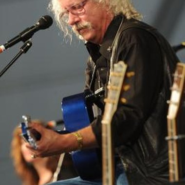 Arlo Guthrie still plays Alice's Restaurant, but he often offers the audience different lyrics.
