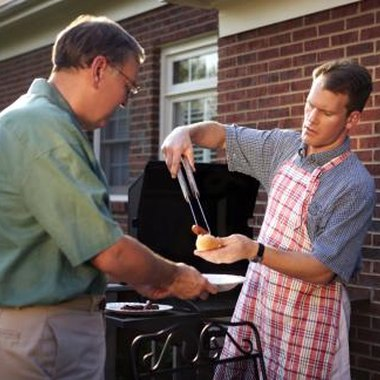 Barbecue baby showers can include both male and female guests.
