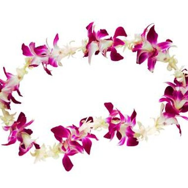 Fresh, silk, or non-floral a lei makes a perfect traditional Hawaiian favor.