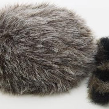 Create a simple Davy Crockett costume with felt, fur and glue.