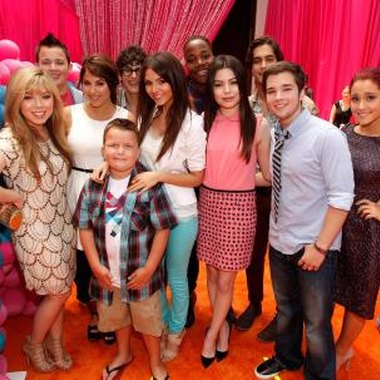 Hang out like the cast of iCarly does with an iCarly party.