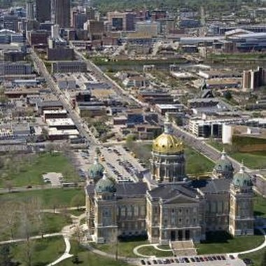 Des Moines, with a population of 200,000, is the state capital of Iowa.