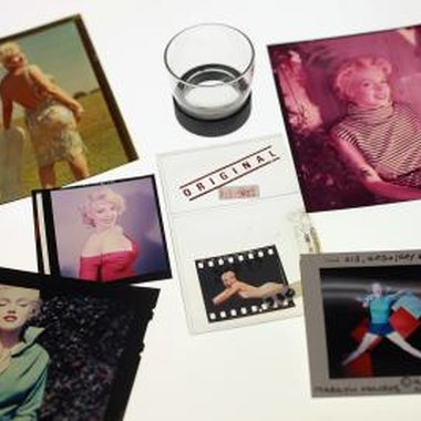 Look for Marilyn Monroe wall decals for an instant pop of Marilyn.