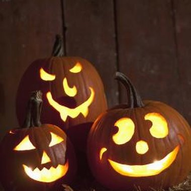Use jack-o'-lanterns to decorate for your Halloween party.